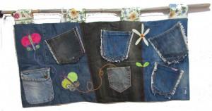 """De nuestra colección """"jeans"""" útil colgador que te facilicitará enormemente tener tus cositas organizadas. Se puede usar en muchos espacios diferentes."""